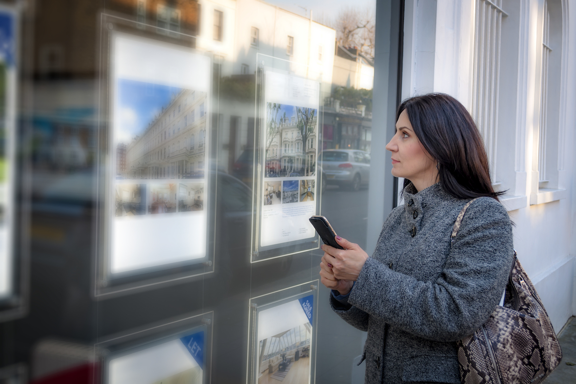 036P - Woman by agent window with phone - Resize a.jpg